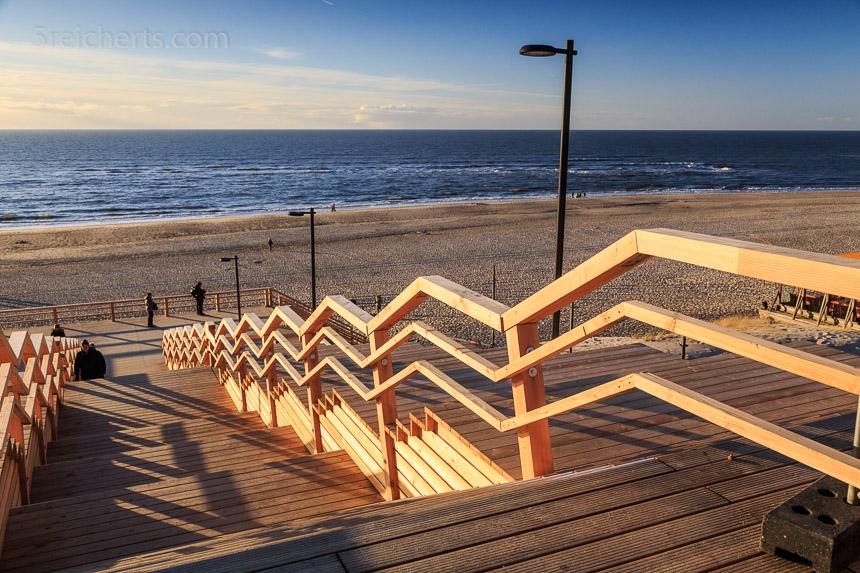 Die Treppe zum Strand nach Wenningsted