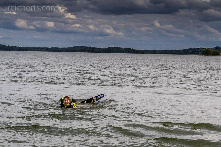 Amy macht sich bereit zum Wasserskifahren