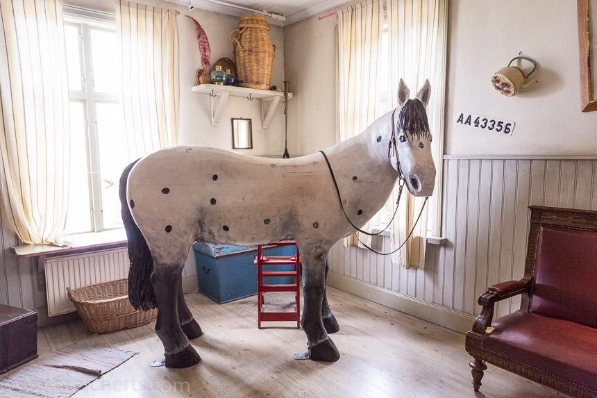 Pippis Pferd im Haus