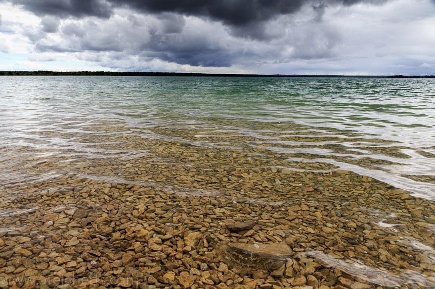 Das klare Wasser des Sees