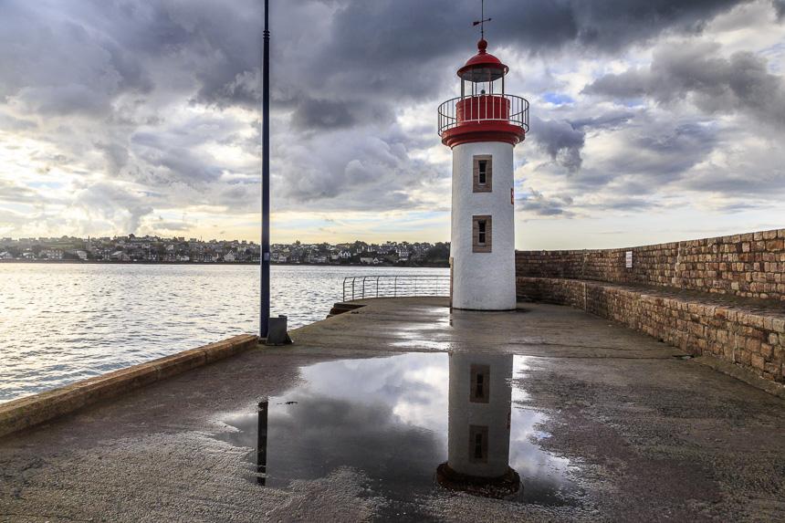Der Hafenleuchtturm von Erquy ohne Grindel