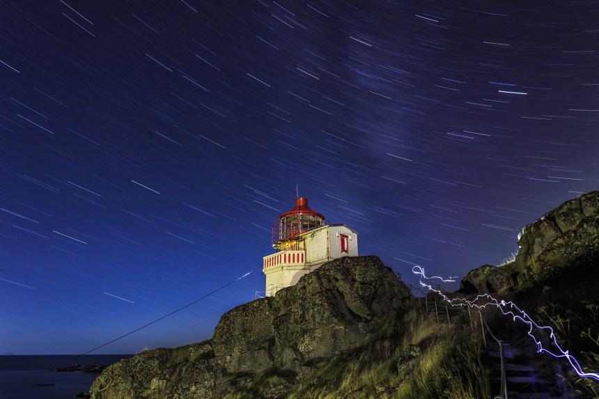 Leuchtturm und Sternenhimmel