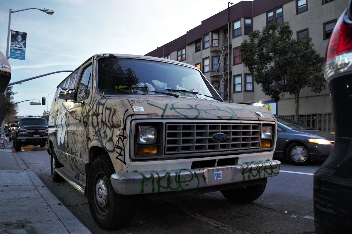 Mindestens eine fahrende Graffiti-Ausstellung pro Block.