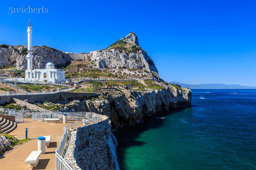 Blick vom Leuchtturm zur Moschee, Gibraltar