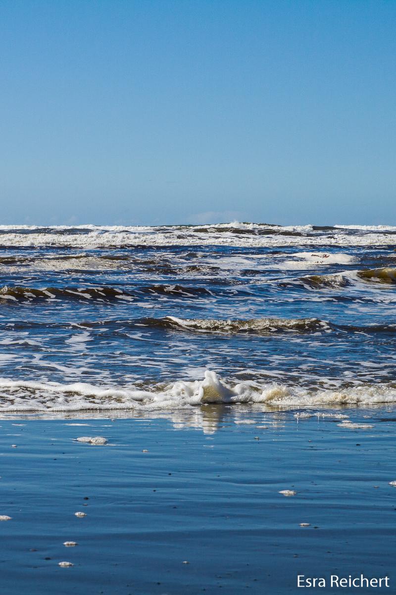 Zahme Gut-Wetter-Wellen an der Pazifikküste