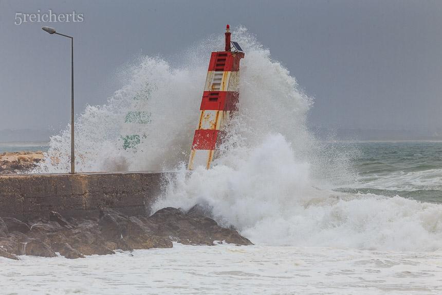 Wellen im Hafen von Lagos