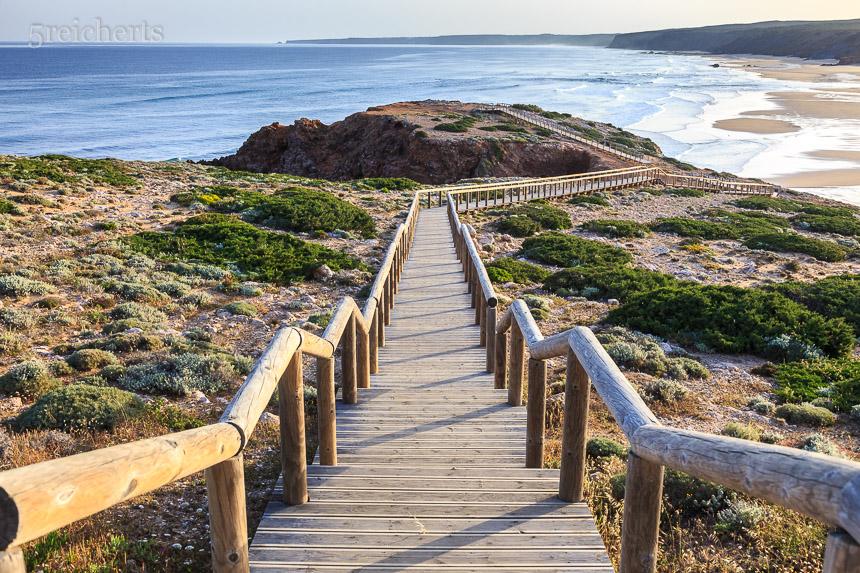 Carrapateira, Steg zum Strand
