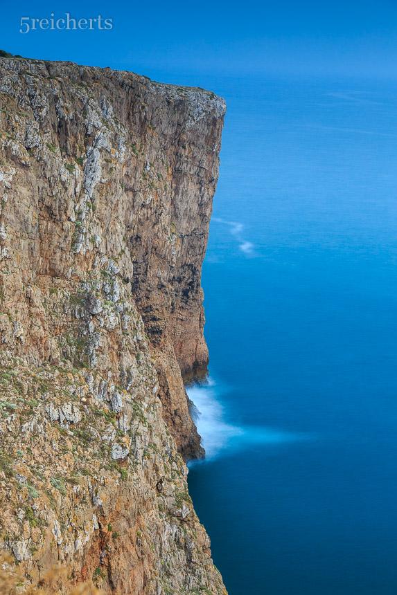 Steile, hohe Klippen am Cabo de Sao Vicente