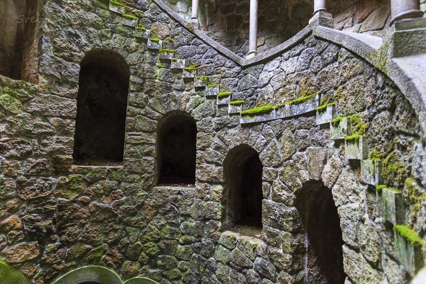 Brunnen der Initiation, Sintra, Portugal - Quinta Regalia, Sintra Portugal