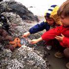 Esra und Noah am Strand on Oregon