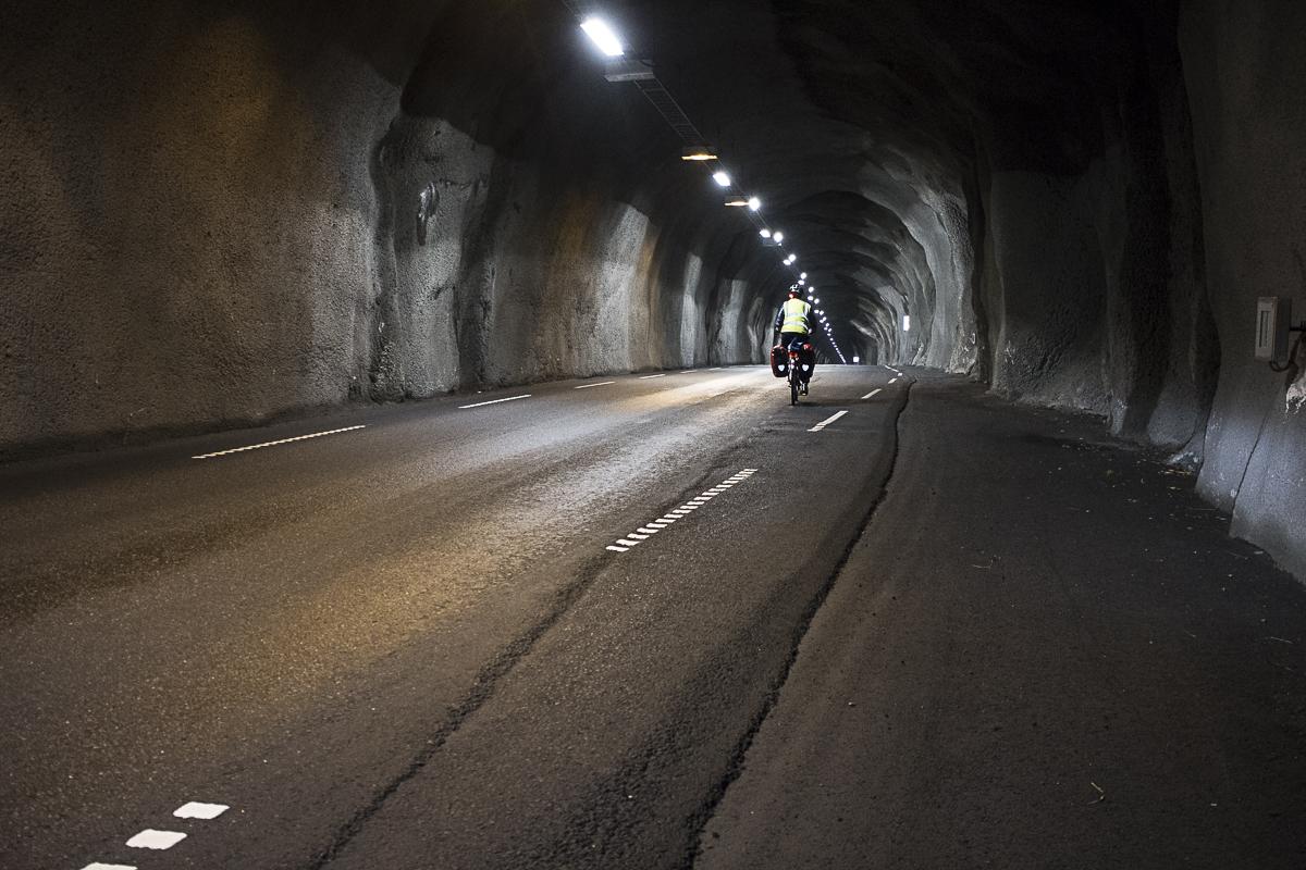 Tunnel kommen in zwei Ausführungen: beleuchtet...