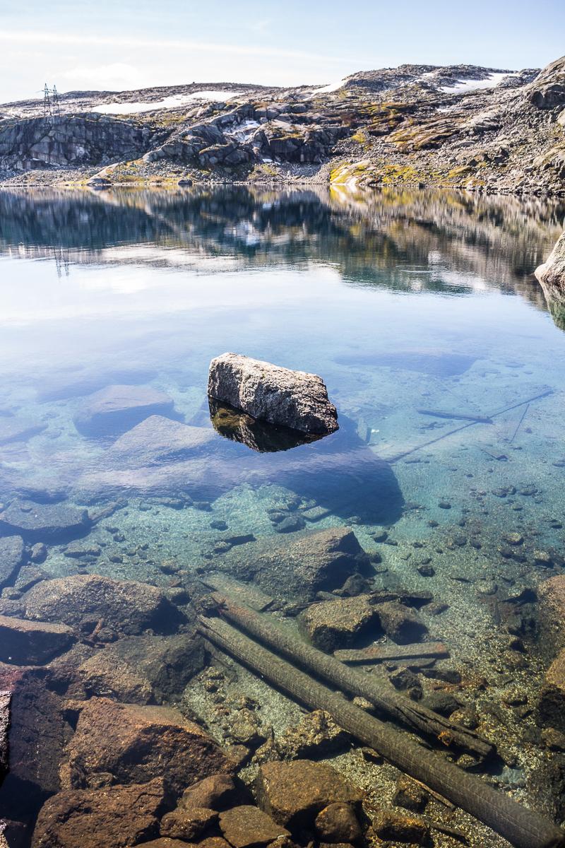 Das Wasser in den Bergseen ist sehr klar.
