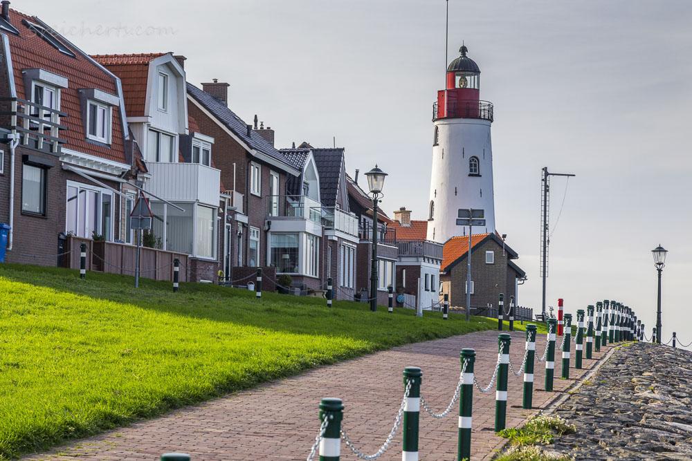 Strandpromenade am Urker Leuchtturm