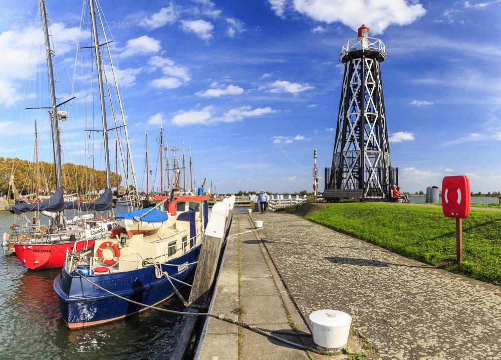 Leuchtturm im Hafen von Enkhuizen, Niederlande