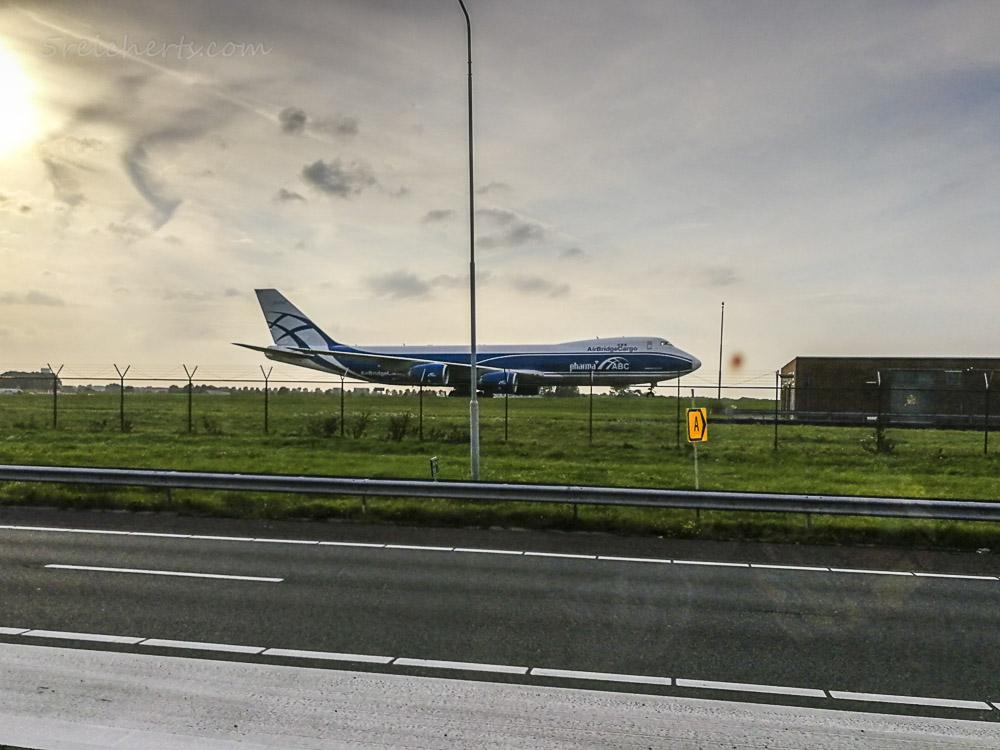 Fahrt vorbei am Flughafen, Niederlande
