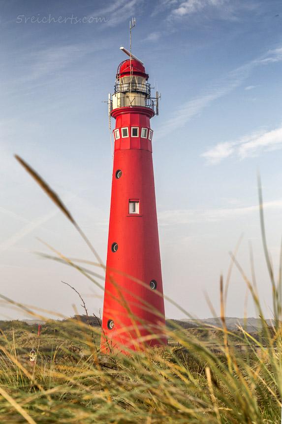 Der rote Nordertooren in den Dünen ist noch aktiv, Insel Schiermonnikoog, Niederlande