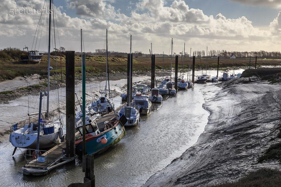 Die Boote im Hafen von Hourdel