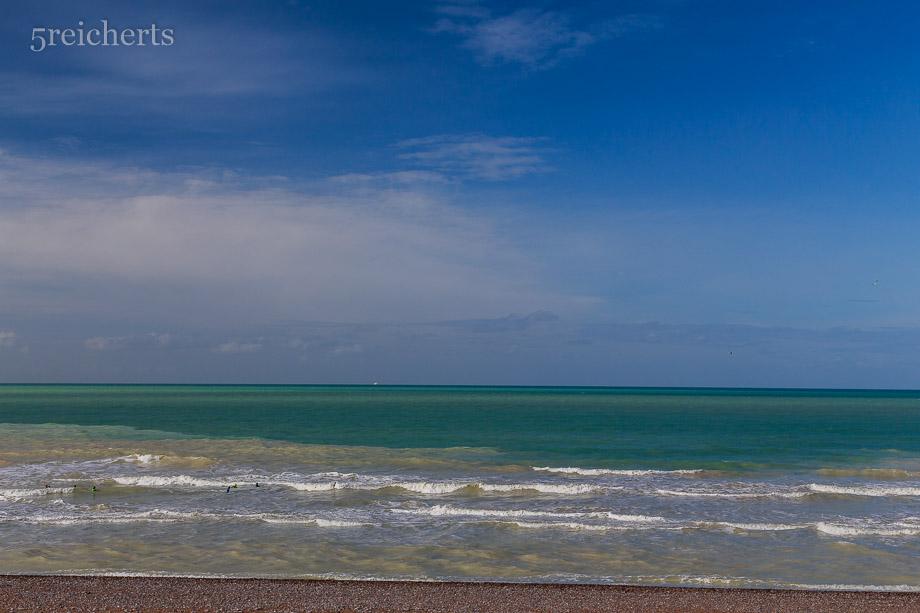 Die typischen Farben des Meeres an der Kreideküste