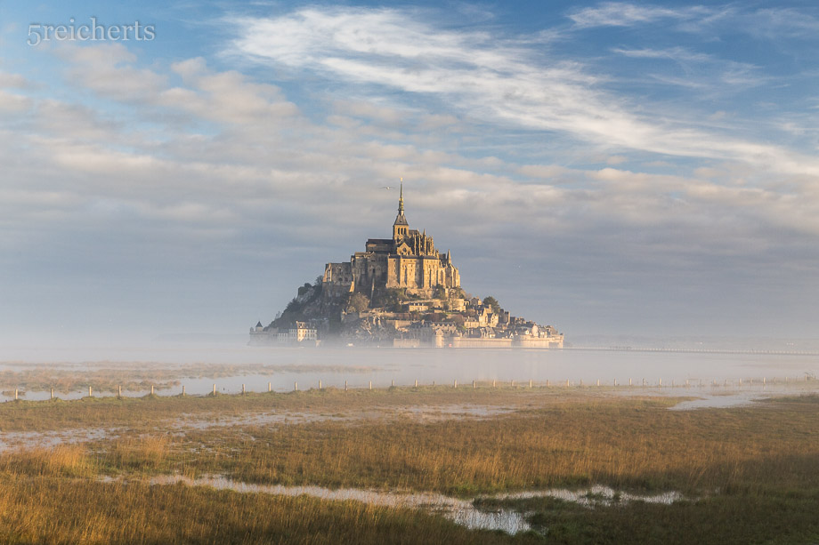 Nebel umhüllt den Mont Saint Michel