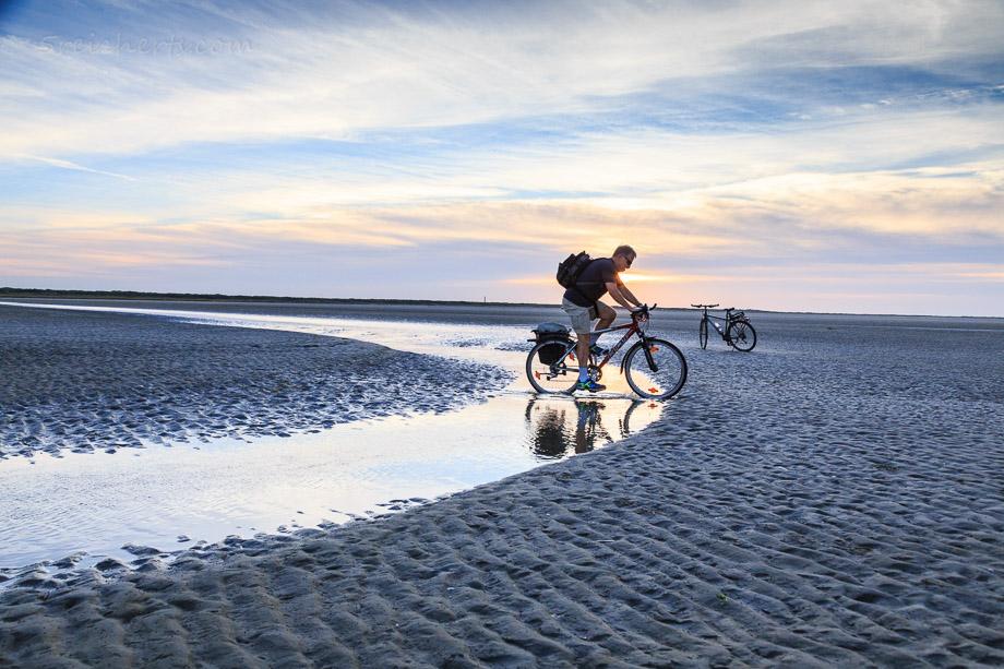 Radfahren auf dem Strand, Ameland