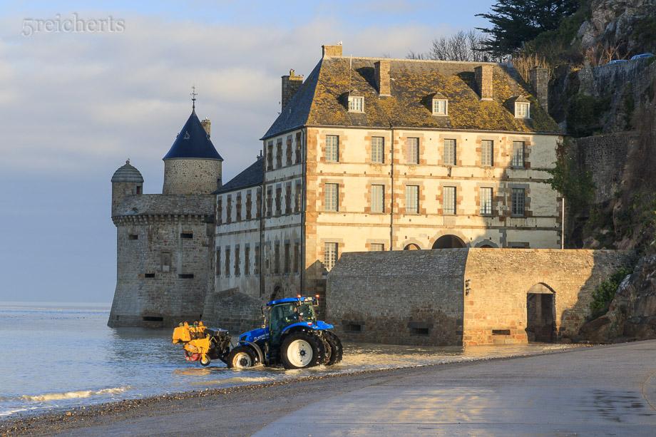 Aufräumen nach der Flut, Mont Saint Michel