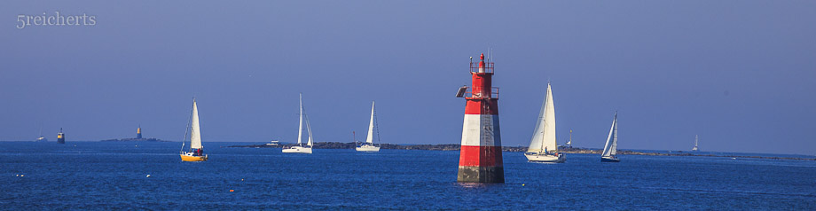 Segelboote und kleines Leuchttürmchen