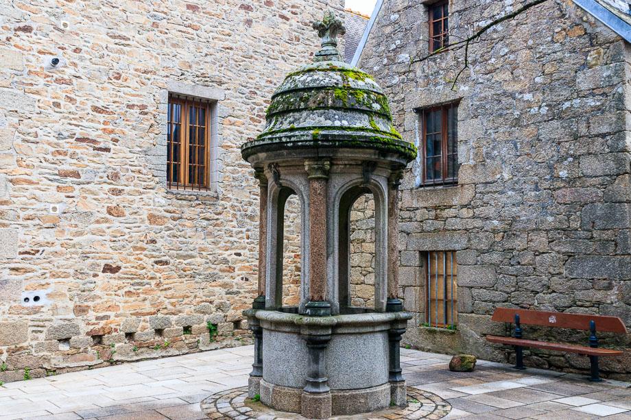Brunnen in der Ville Close, Concarneau