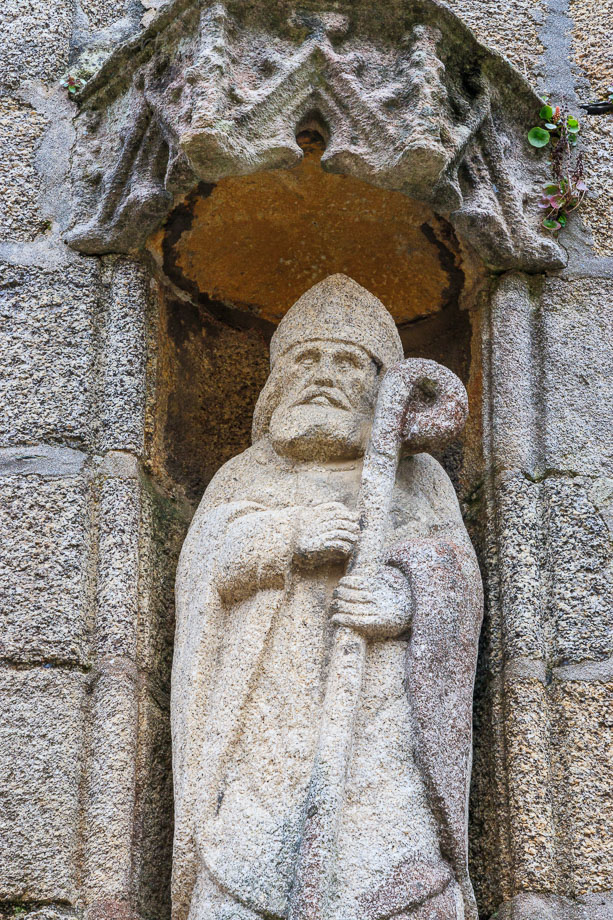 Figur an einer kleinen Kirche, Ville Close, Concarneau
