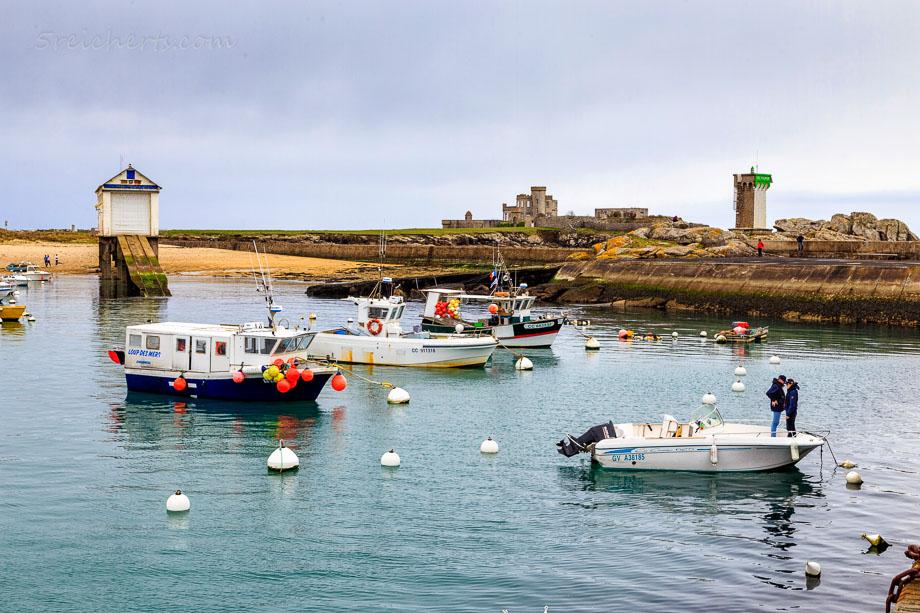 Abschied im Hafen von Trevignon, Bretagne