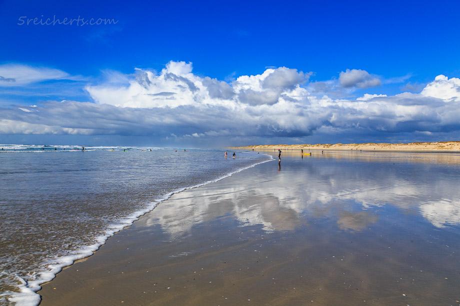 Spiegelung am nassen Sand, Plage de la Torche, Bretagne