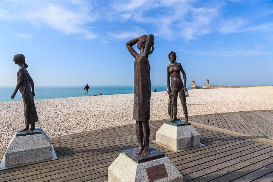 Skulpturen auf der Strandpromenade von Fecamp, Normandie