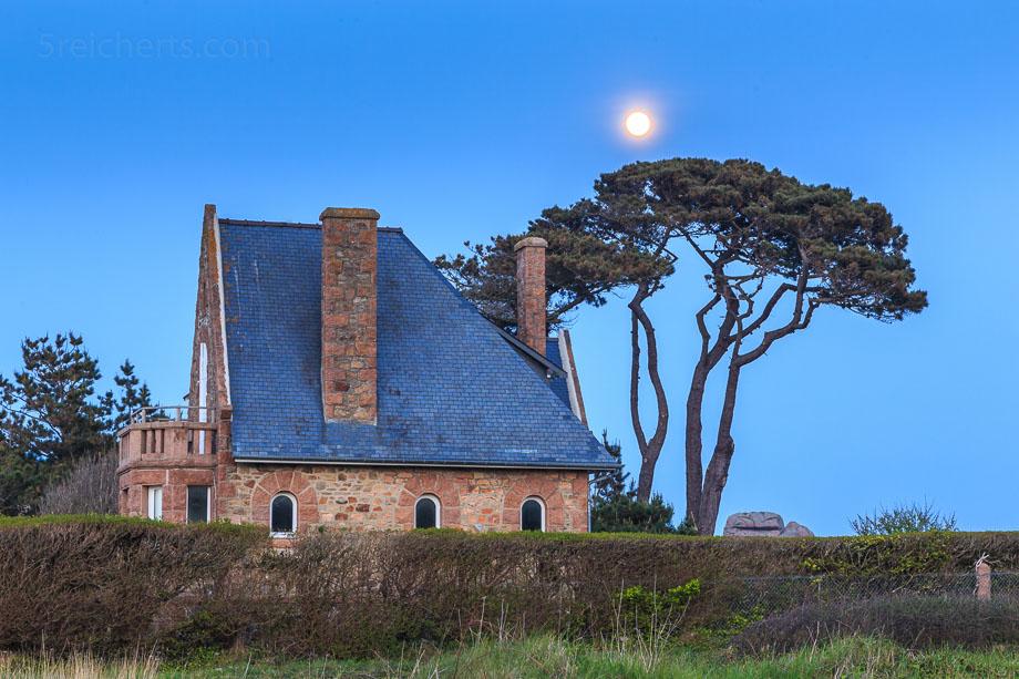 Mond überm Zöllnerpfad, Ploumanac'h, Bretagne