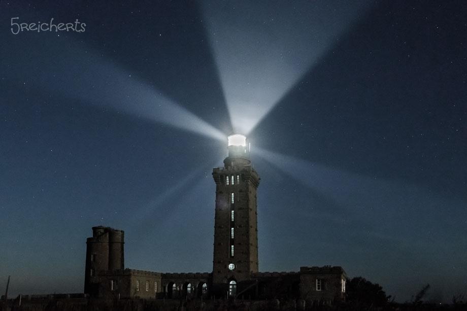 Nachtaufnahme des Leuchtturms Fréhel