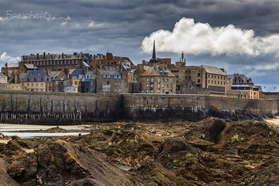 Regenwolken über Saint Malo