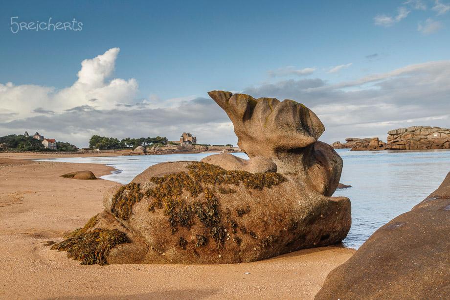 Felsen und Wolken auf der Ile Renote, Tregastel