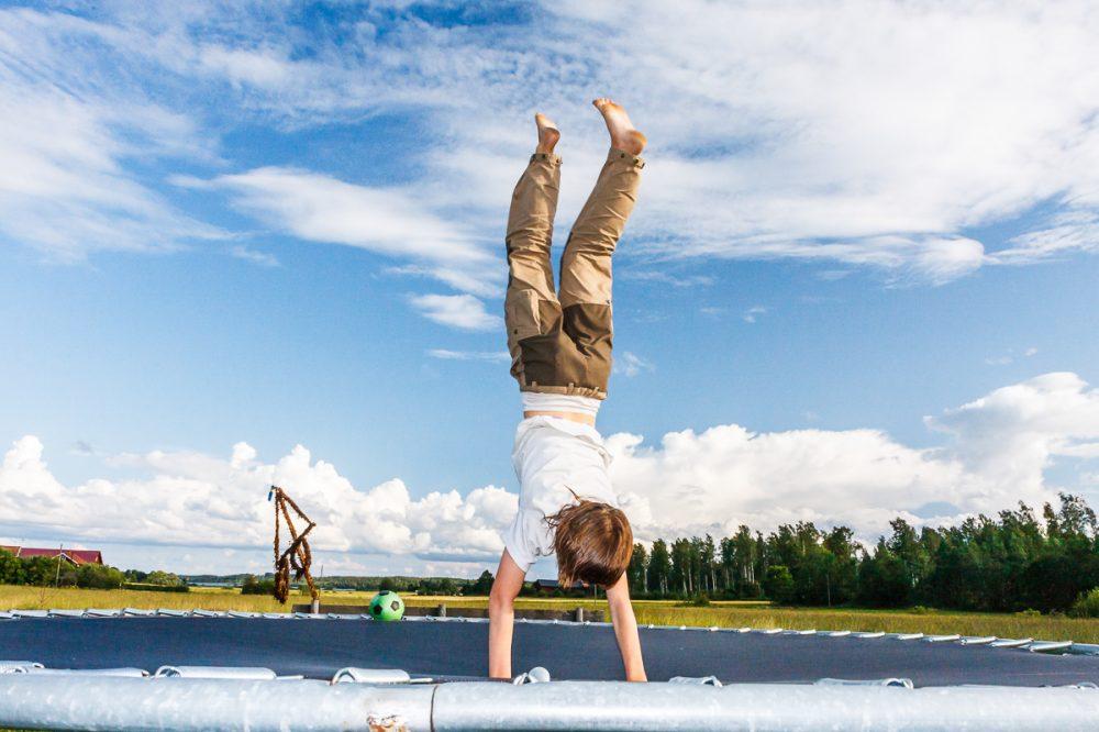 Handstand auf Trampolin