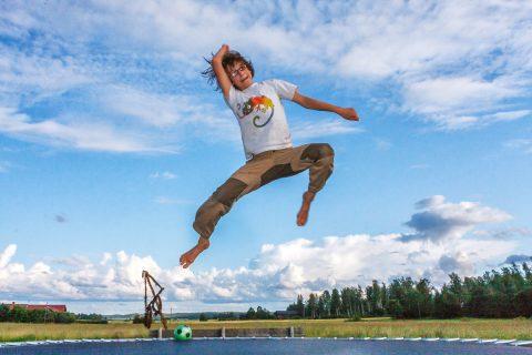 Springen auf dem Trampolin