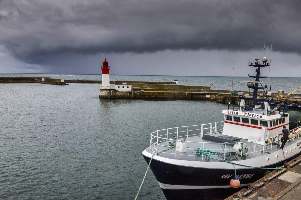 Fischerboot im Hafen von Guilvinec, Breatgne
