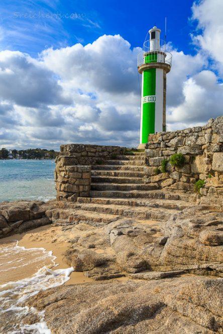 Hafenleuchtturm in Benodet, Bretagne