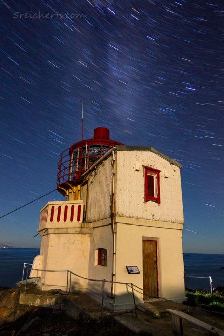 Leuchtturm Litoy und Sternenhimmel, Nord Norwegen