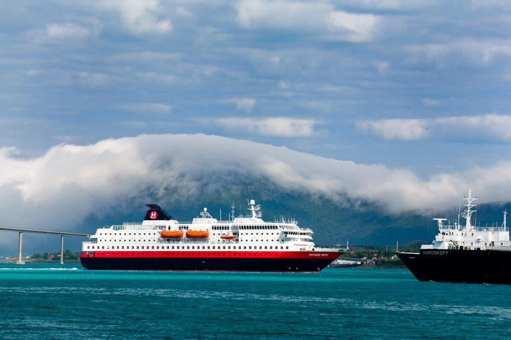 Hurtigrute Richard Withim Sortland, Vesterålen, Norwegen
