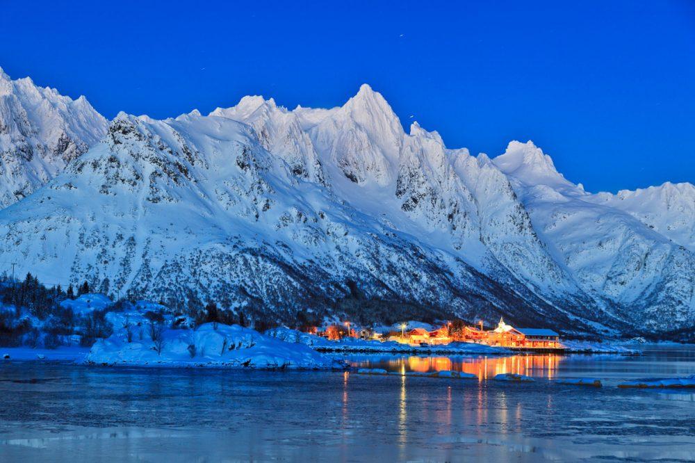 Blaue Stunde, Lofoten, Norwegen