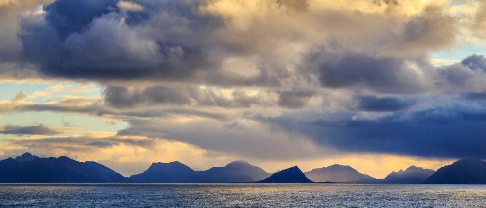 Lofotenberge in der Ferne, Norwegen