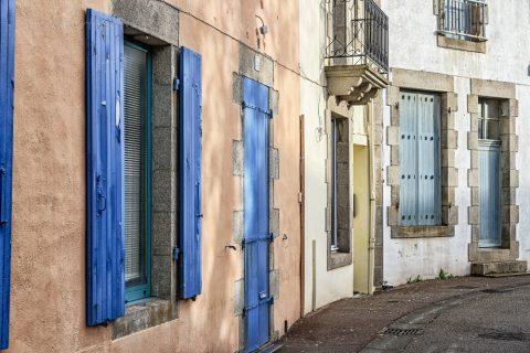 Gasse in Lesconil, Bretagne