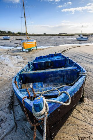 Holzboot bei Ebbe, Lesconil