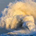 Große Wellen in Lesconil, Bretagne