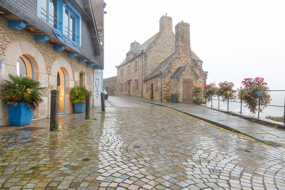 Das Herrenhaus von Le Conquet im nieseligen Regenwetter