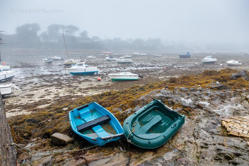 Boote bei Ebbe und Nebel, Le Conquet