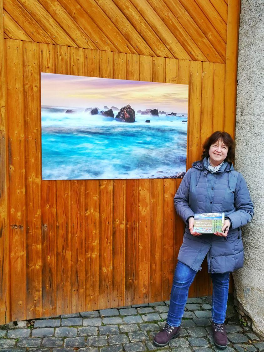 Susanne und ein Meeresmotvi aus Ouessant in der Hochstraße